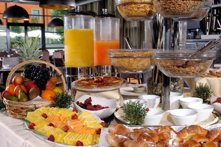 Photo gallery best western falck village hotel hotel for Best breakfast milano